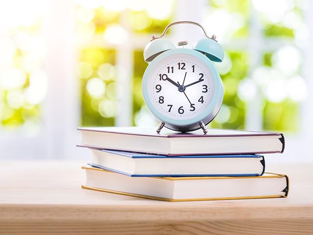 写真:お子様の就学祝いに目覚まし時計を贈ります