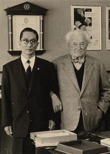 写真:昭和32年(1957年)ウィルスドルフ氏と四代目良平社長